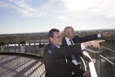 Maroš Šefčovič i Paweł Olechnowicz w rafinerii LOTOS w Gdańsku(1)
