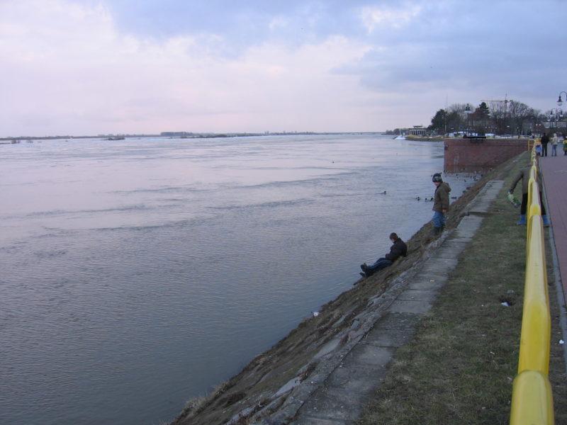 zagrozone-dzieci-rzeka-wisla